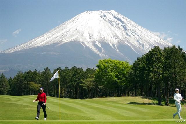 雲ひとつない天気で富士山が圧巻です