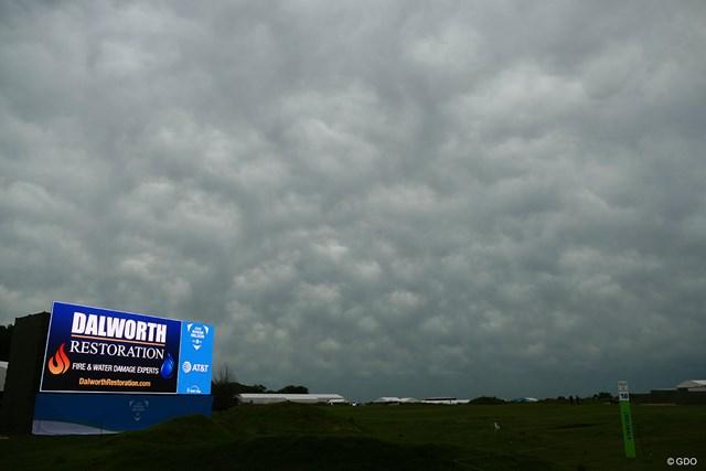 2019年 AT&Tバイロン・ネルソン選手権 事前 コース 午後に雨は止んだが、ぶ厚い雲がかかった