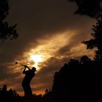 迫る日没。 2019年 アジアパシフィックオープン選手権ダイヤモンドカップゴルフ 初日 丸山大輔