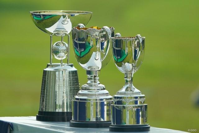2019年 アジアパシフィックオープン選手権ダイヤモンドカップゴルフ 3日目 優勝カップ こんなにたくさんもらえるんだ。