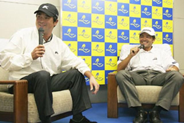 試合後、ミッシェル・ウィとのラウンドについて語る横田真一(左)と手嶋多一(右)。英語を話せる手嶋多一も気を遣い、ラウンド中はほとんどウィと会話をせずプレーに専念させていた