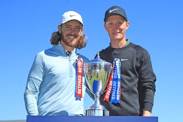 初優勝を飾った22歳のマーカス・キンハルト(右)(Andrew Redington/Getty Images)