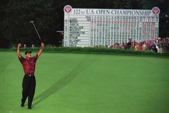 ベスページで行われた2002年「全米オープン」を制したウッズ(Bob Martin/Sports Illustrated/Getty Images)