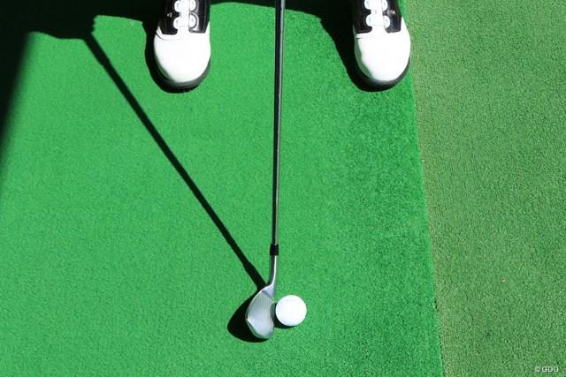 マットの線や目標方向が定まっている練習場では難なくセットしやすい