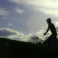 午後スタートの初日は夕陽の中でホールアウト。明日は午前組でスタートする 2019年 全米プロゴルフ選手権 初日 小平智