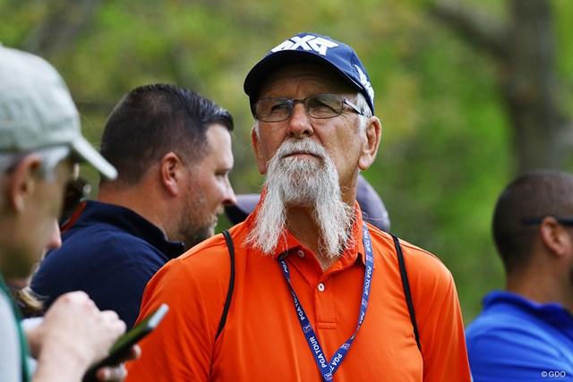 ビリー・ホーシェルのお父さんはこんなにヒゲが長いんです
