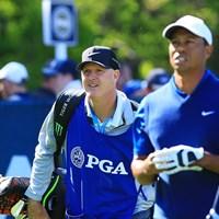 ラカバ氏(左)は2011年からウッズのバッグを担ぐ 2019年 全米プロゴルフ選手権 初日 ジョー・ラカバ タイガー・ウッズ