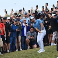 猛追するジョンソンのプレーに観客たちのボルテージは最高潮に達した 2019年 全米プロゴルフ選手権 最終日 ダスティン・ジョンソン