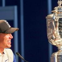 試合後の記者会見で笑顔を見せたブルックス・ケプカ(Jamie Squire/Getty Images) 2019年 全米プロゴルフ選手権 最終日 ケプカ