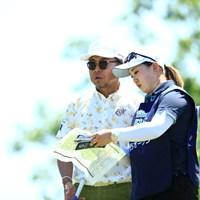 今日のキャディさんです、正確には今週 2019年 関西オープンゴルフ選手権競技 初日 片山晋呉