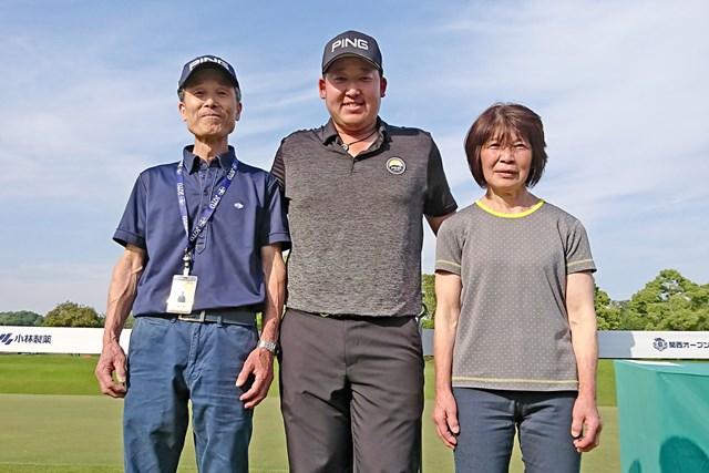 応援に駆け付けた父・隆さんと母・佳江さん.の前で初優勝を飾った大槻智春