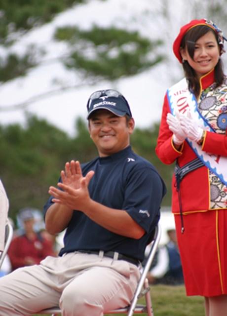2004年 プレーヤーズラウンジ 宮里聖志 2004年を締めくくる大会でツアー初勝利を挙げた宮里家の長男・聖志。来季はツアーNo.1の「いいひと」が賞金ランキングでも上位を狙う!