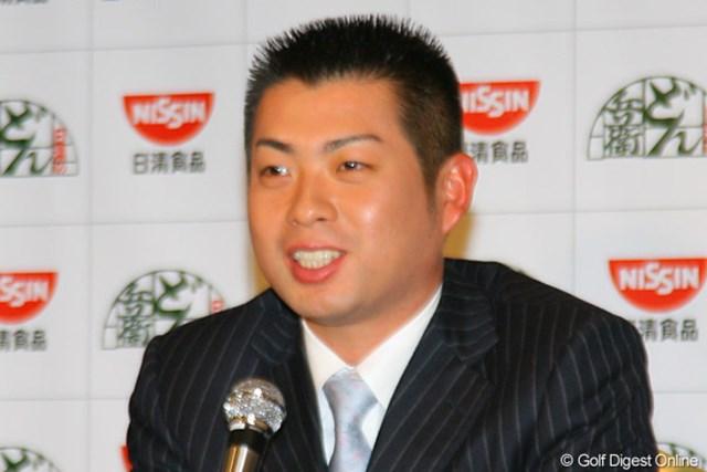 日清のイメージにぴったりと紹介され照れ笑いする池田勇太