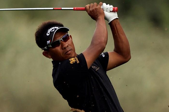 アジアゴルフ界でもトップクラスのトンチャイ・ジェイディが首位に浮上した(Ross Kinnaird/Getty Images) 2010年 オメガドバイデザートクラシック初日 トンチャイ・ジェイディ