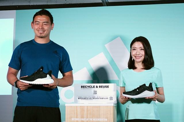 アディダスの事業発表会に登場したラグビーの五郎丸歩選手(左)と女子マラソンの市橋有里さん