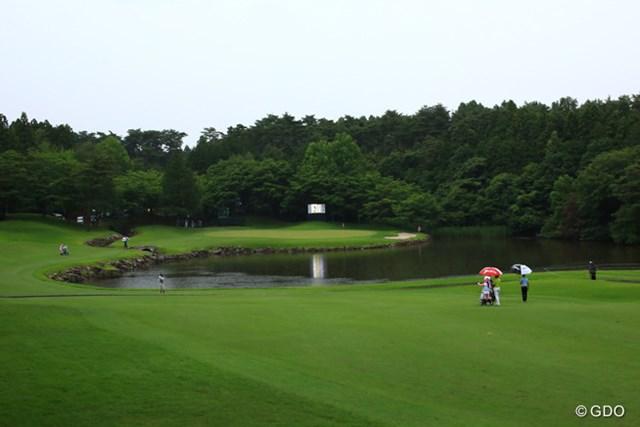 名物ホールの難関17番。池からグリーンにかけた左サイドにフォトエリアが設けられる見込みだ。