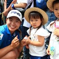 かわいい子たちにサインおねだりされて・・・ 2019年 宮里藍サントリーレディスオープンゴルフトーナメント 最終日 渋野日向子