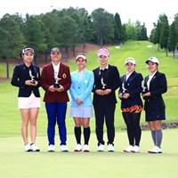 宮里藍さん(左から3人目)とアマチュア選手たち 2019年 宮里藍サントリーレディスオープンゴルフトーナメント 最終日 宮里藍
