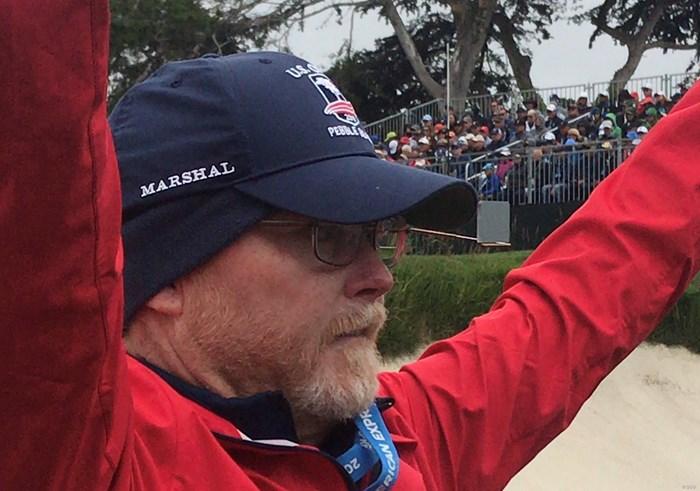 ボランティアのおじさん。眼鏡に注目! 2019年 全米オープン 最終日