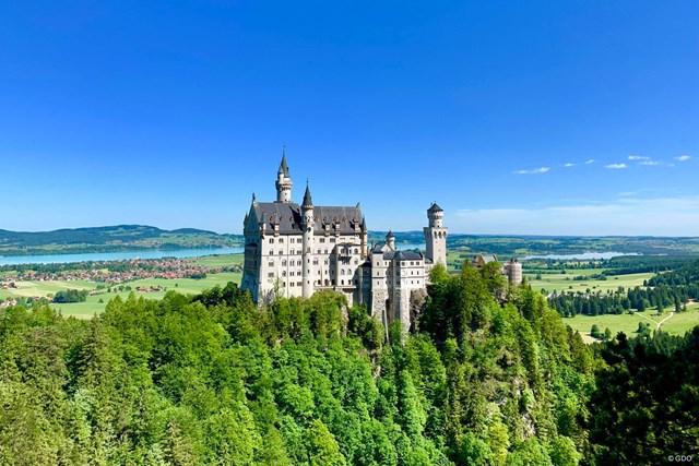 美しい青空とノイシュバンシュタイン城