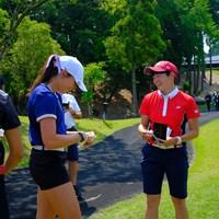 スタート前の和やかな時間 2019年 トヨタ ジュニアゴルフワールドカップ 3日目 岩井明愛&セイディ・イングルマン(米国)