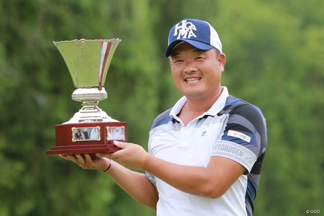 9年ぶりとなる大会3勝目を挙げた小田孔明