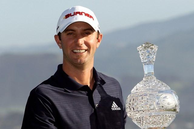 スコアを崩しながらも最終ホールのバーディで連覇を決めたダスティン・ジョンソン(Ezra Shaw/Getty Images)