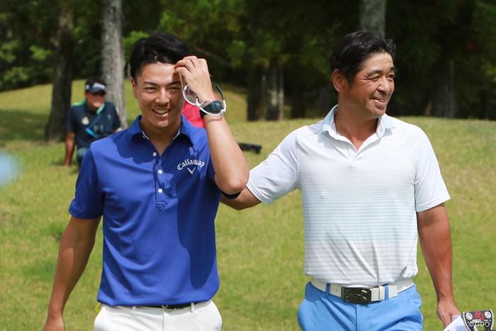 ラウンド後は2人ともにこの笑顔 2019年 JOYXオープン 石川遼 伊澤利光