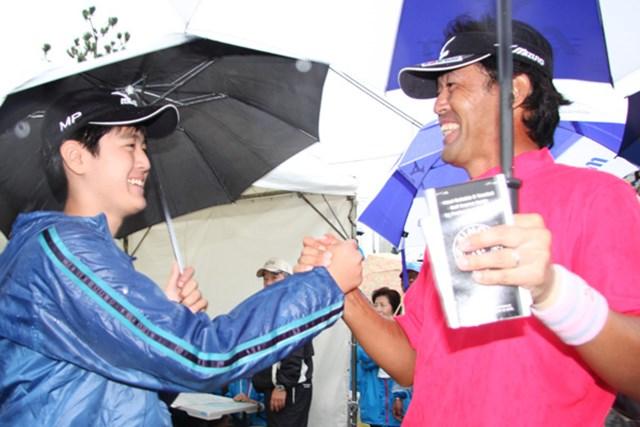 2010年 JGTOプレーヤーズラウンジ 鈴木亨 オフには家族と過ごす時間を大事にするという鈴木亨