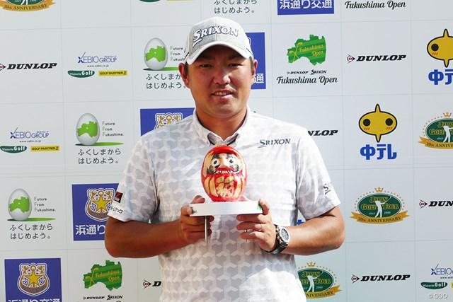 秋吉翔太は白河で有名な『白河だるま』に目を入れた