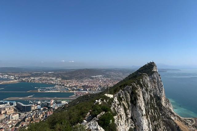 2019年 アンダルシア バルデラママスターズ 事前 ジブラルタル海峡 ジブラルタルの岩が見守る海峡。スペインとの国境にあります