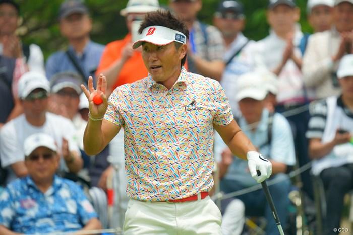 宮本勝昌はアマチュア向けの真っ赤なボールを使用した 2019年 ダンロップ・スリクソン福島オープン  初日 宮本勝昌
