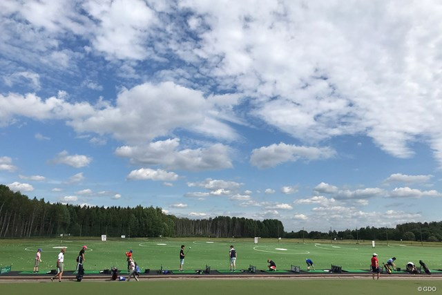 ジュニアゴルファー PaloheinaGolfで練習をするジュニアゴルファーたち