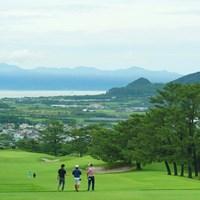 コースでの練習ラウンドはできませんでしたが、歩いてコースを下見する選手も多数いました。 2019年 日本プロゴルフ選手権大会 事前 コース下見
