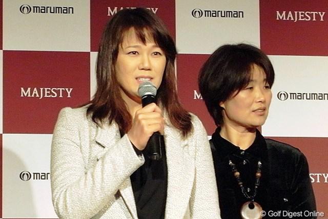 2010年 ホットニュース ヤング・キム 日本語を交えて挨拶をするヤング・キム。通訳はマネジメントも務める金英淑