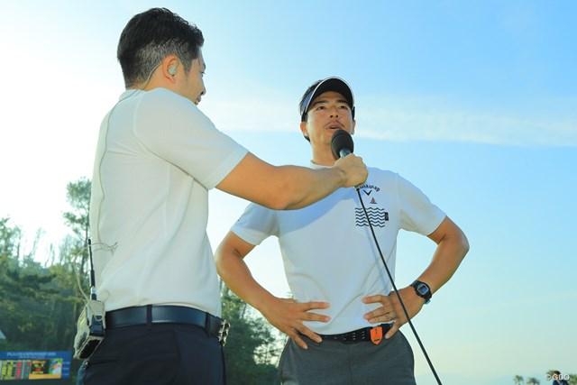 優勝インタビューを受ける石川遼
