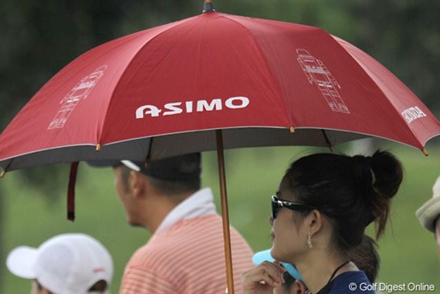 2010年 ホンダPTT LPGAタイランド 初日 アシモ 個人的にちょっと気になったアシモの日傘