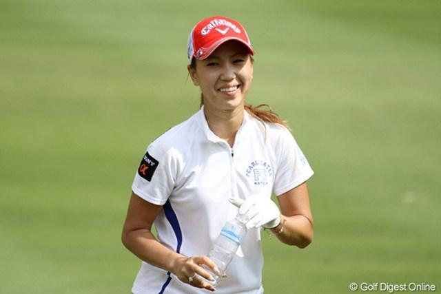 2010年 ホンダPTT LPGAタイランド 2日目 上田桃子 今週はラウンド中も笑顔の絶えない上田桃子