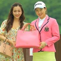 さくらちゃんには、桜色のジャケットとバッグが似合うね。 2019年 サマンサタバサ ガールズコレクション・レディーストーナメント 最終日 小祝さくら