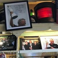 店内には所せましとダレン・クラークの写真が 2019年 全英オープン 最終日 ポートラッシュ