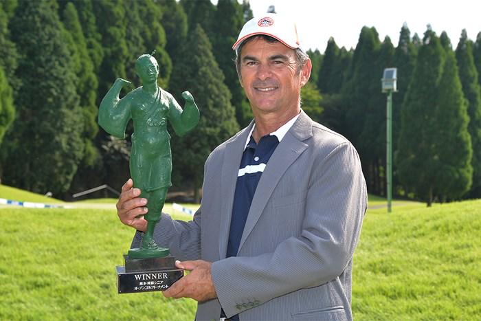 今季初優勝を果たしたマイヤー(※大会提供) 2019年 熊本・阿蘇シニアオープンゴルフトーナメント 最終日 G.マイヤー