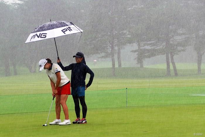 突然の大雨。地道な反復練習を続ける 2019年 NEC軽井沢72ゴルフトーナメント 事前 渋野日向子