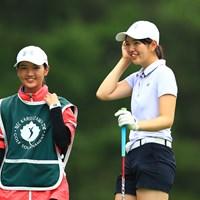 バックを担ぐのは年子の妹でレッスンプロを目指している高校3年の大田麗華さん 2019年 NEC軽井沢72ゴルフトーナメント 初日 大田紗羅