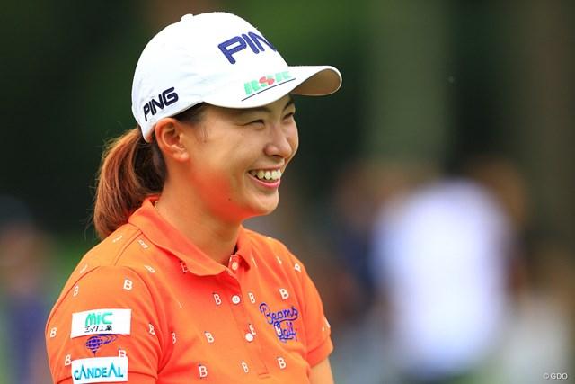 2019年 NEC軽井沢72ゴルフトーナメント  初日 渋野日向子 笑顔を見せる渋野日向子。好発進でさらに注目が注がれる
