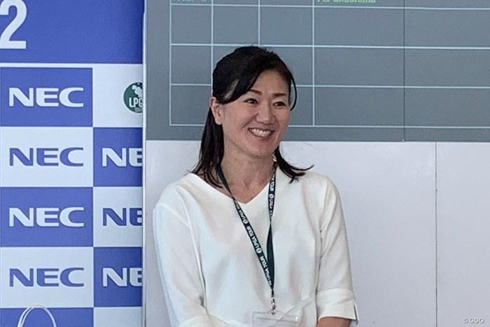東京五輪・ゴルフ競技女子代表の服部道子コーチが視察に訪れた 2019年 NEC軽井沢72ゴルフトーナメント 2日目 服部道子