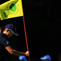 選手がピンを刺す姿なんか新鮮 2019年 NEC軽井沢72ゴルフトーナメント 2日目 福山恵梨