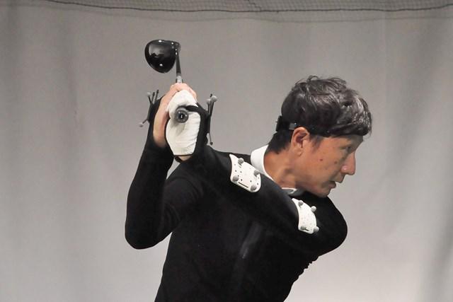 テークバックで左手首が緩んで手の甲側に折れやすい