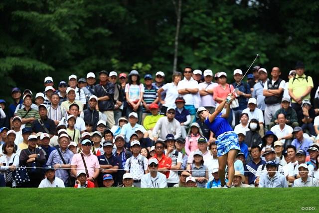 メジャー制覇後の国内凱旋試合「北海道meijiカップ」でギャラリーの注目を浴びた渋野日向子