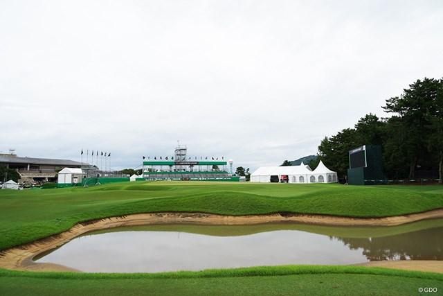 2019年 RIZAP KBCオーガスタゴルフトーナメント 事前 18番のガードバンカーはまるで池のように…