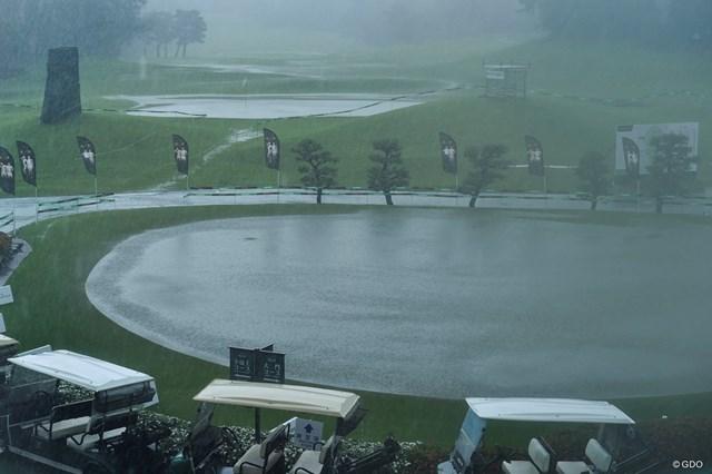 前日に続く豪雨で開始時間は11:20となった